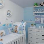 Azul e branco em harmonia no quarto do bebê
