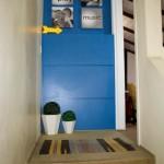 Azul no hall de entrada para o espaço de lazer masculino da casa