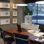 Escritório de arquitetura com espaços preparados para atendimento aos clientes