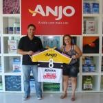 Mais uma camisa do Criciúma Esporte Clube entregue para um dos ganhadores da promoção