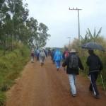 Chuva acompanha os participantes da Caminhada da Primavera